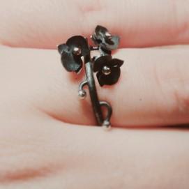 Orquídia negra: plata oxidada / Black orchid: oxidized silver