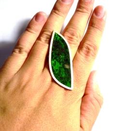 Fulla: jaspí verd i plata / Leaf: green jasper and silver