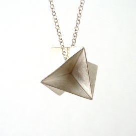 Plegats!: plata / Folded together! (we are playing with the two meanings of Plegats in catalan): silver