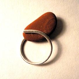 Abraçada: palet de mar i plata forjada / Hug: beach pebble and silver