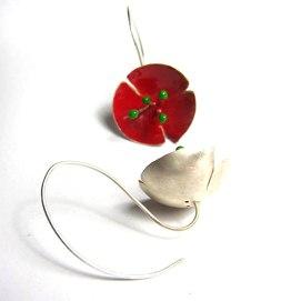 Rosella: plata i esmalt fred / Poppy: silver and cold enamel